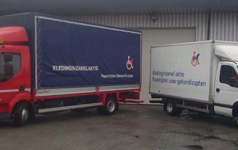 Vrachtwagen VPGO-kledinginzameling