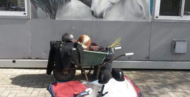 Donatie gevulde kruiwagen