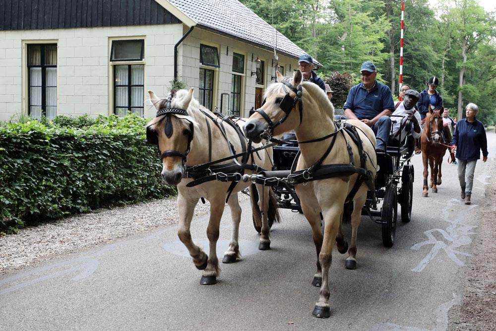 Menwagen-bij-het-tolhuis-in-de-Gravenallee