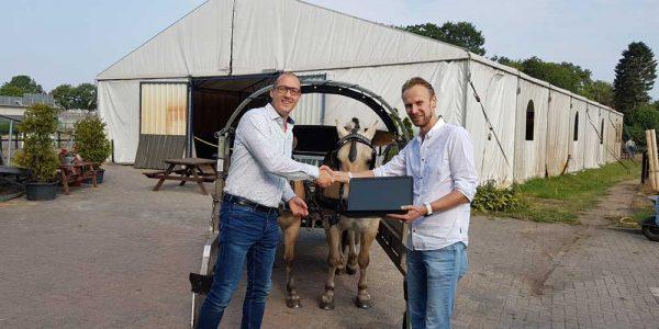 Heuting ICT geeft De Gravenruiters een nieuwe laptop